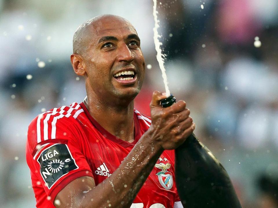 Luisão vai terminar a carreira... para depois voltar ao Benfica