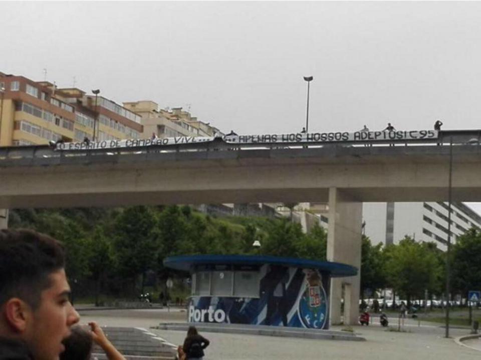 FC Porto acusa claque de só mostrar uma parte da tarja