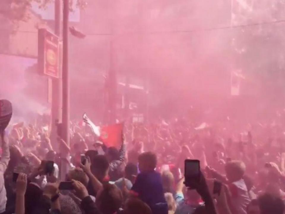 VÍDEO: 130 mil a festejar o título do Feyenoord pela manhã
