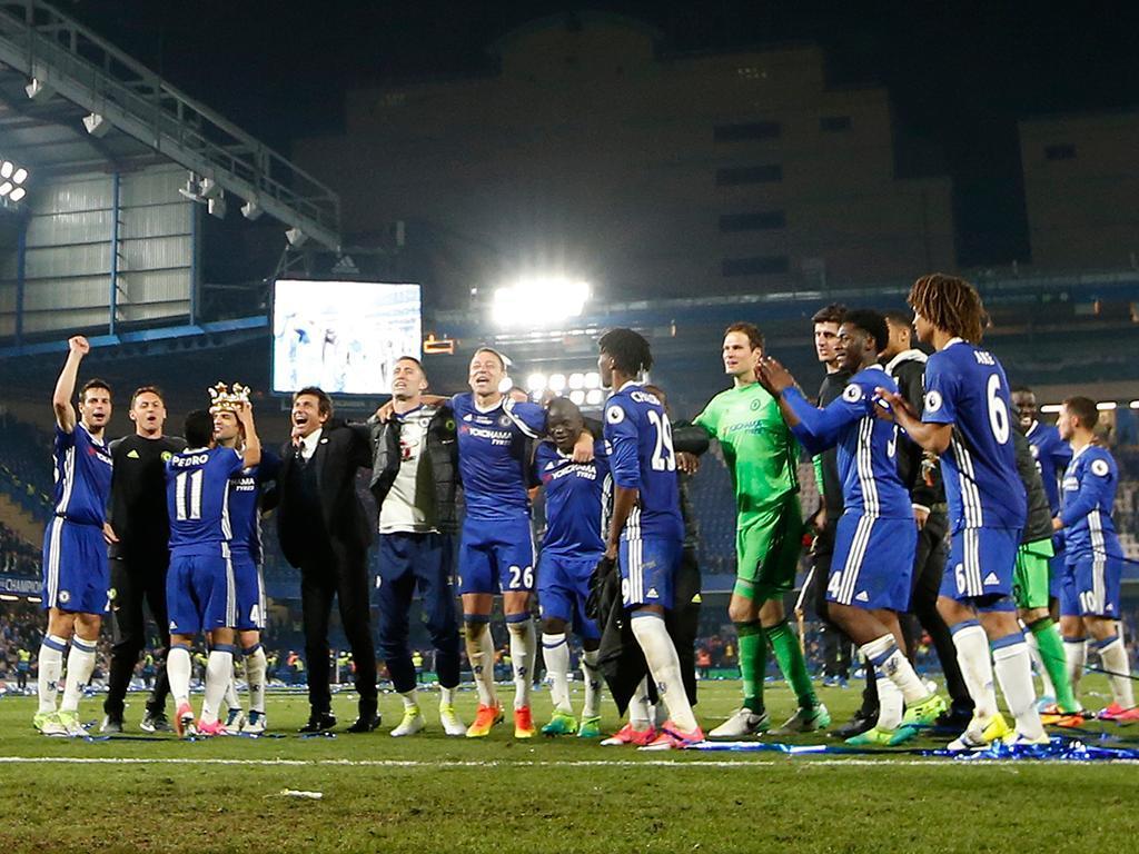 INGLÊS: Terry marca e falha, mas Fábregas define vitória do campeão Chelsea
