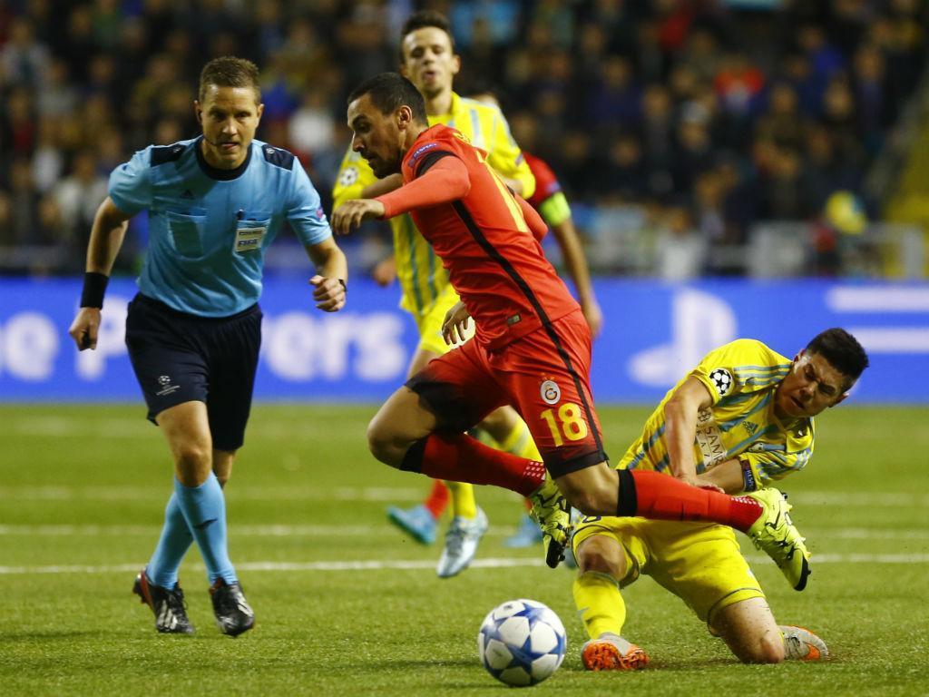 Gumus faz reviravolta e dá vitória ao Galatasaray em casa