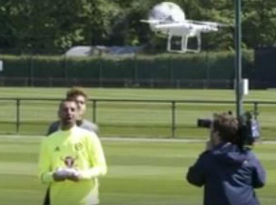 VÍDEO: Eduardo sem mãos para o drone