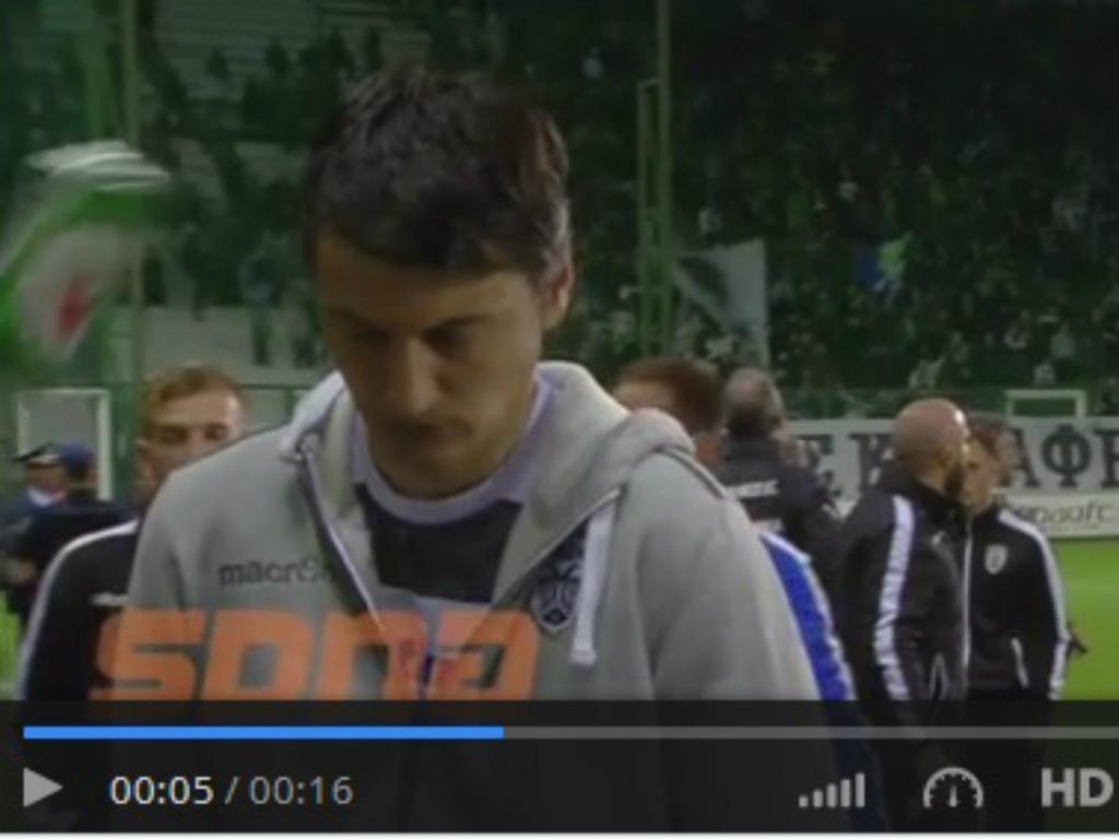 VÍDEO: técnico do PAOK atingido na cabeça com lata de cerveja