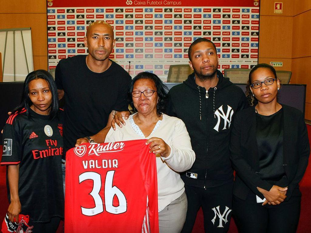 Benfica homenageia sócio que morreu a tentar salvar casal de afogamento