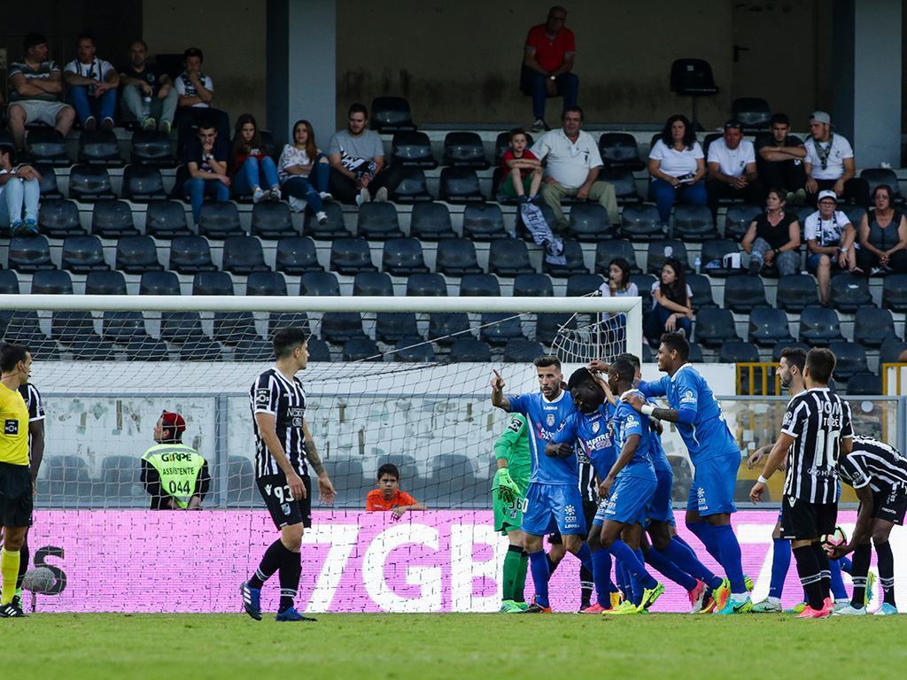Taça da Liga: Vitória e Feirense empatam em Guimarães