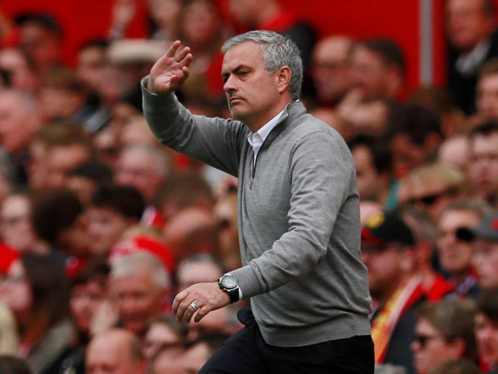 Mourinho reage à acusação de crime fiscal em Espanha
