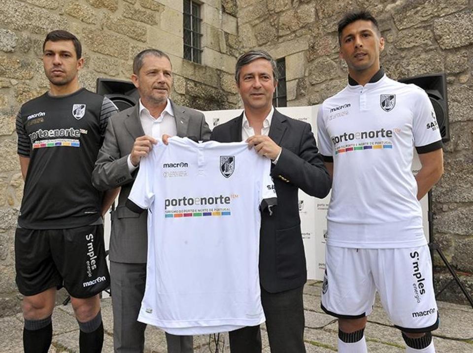 Porto e Norte nas camisolas do V. Guimarães no Jamor  74b85dea042da
