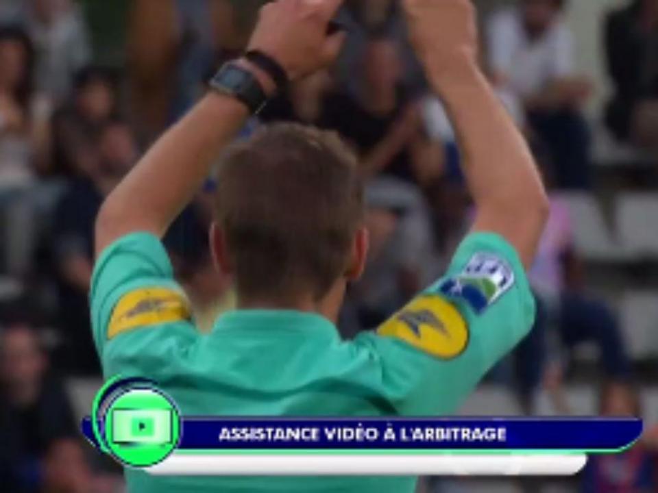 França: golo anulado no Orléans-Paris com a ajuda do vídeo-árbitro