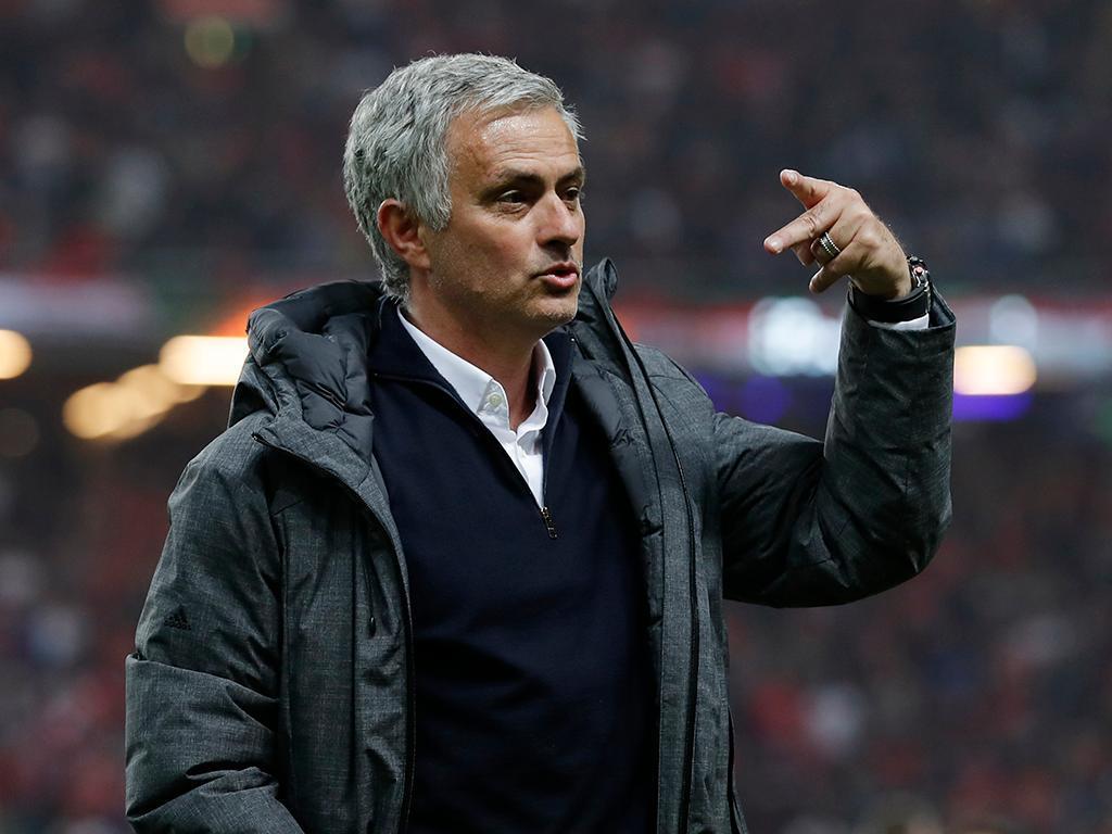 Mourinho assume que perde Pogba e pede «respeito» por Rooney