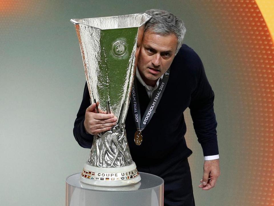 José Mourinho: FC Porto envia parabéns e lembra Sevilha-03