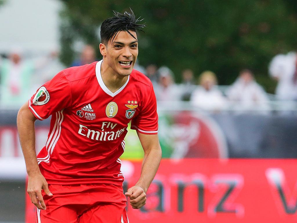 Jiménez nega saída: «Apresento-me no Benfica dia 22»