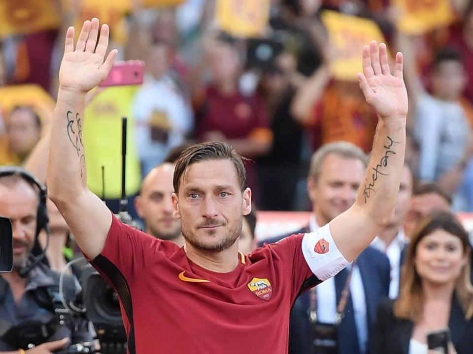 Roma: Franceso Totti defende diretor desportivo