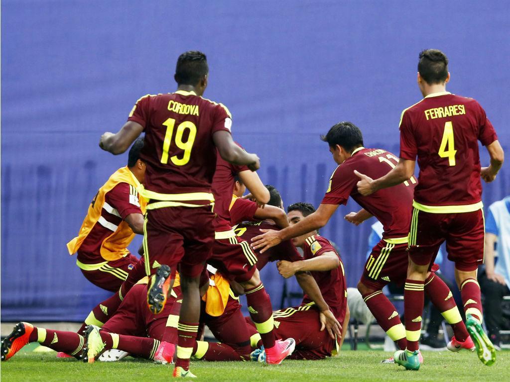 Venezuela acusa Paraguai de tentar jogadores com...mulheres no hotel