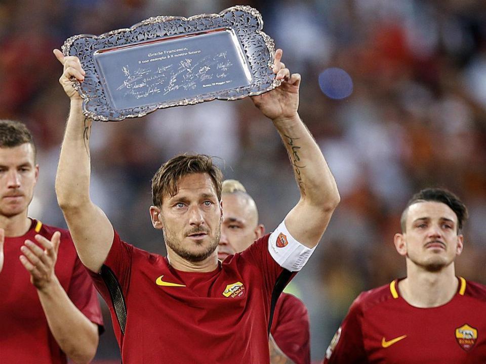 O miúdo que Totti seduziu para o futebol disse-lhe adeus em campo