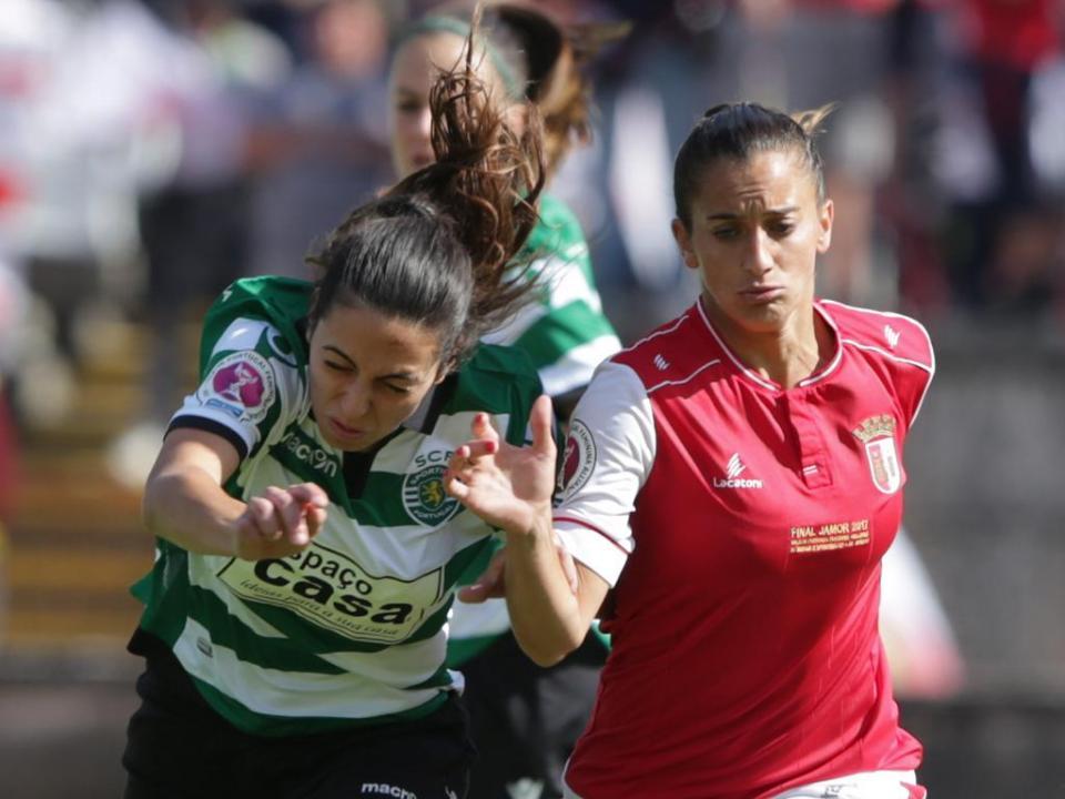 88351a5f10 Futebol feminino  Sporting conquista 1ª Taça