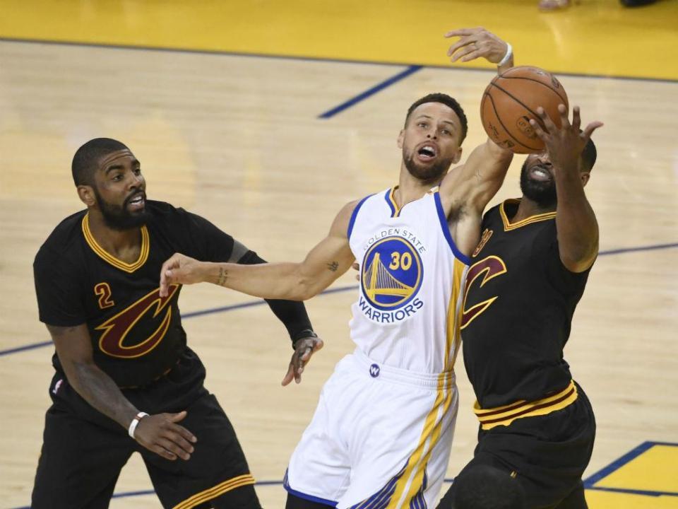 NBA: lesão afasta Curry pelo menos duas semanas