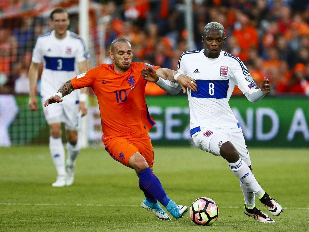 Nice anuncia princípio de acordo com Sneijder
