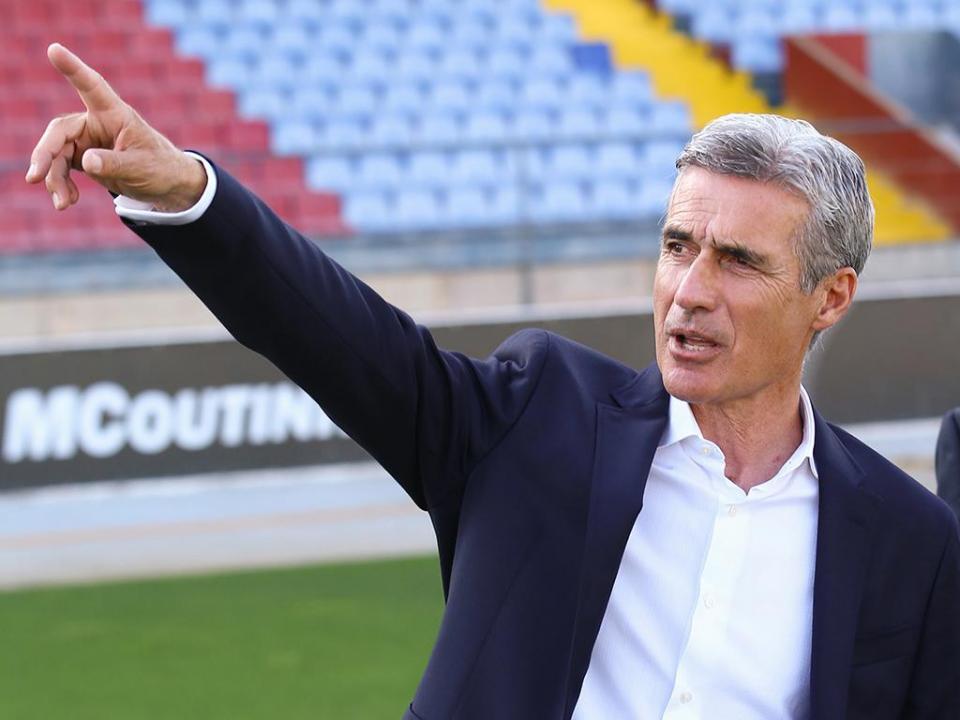 Luís Castro assina por dois anos pelo Vitória de Guimarães
