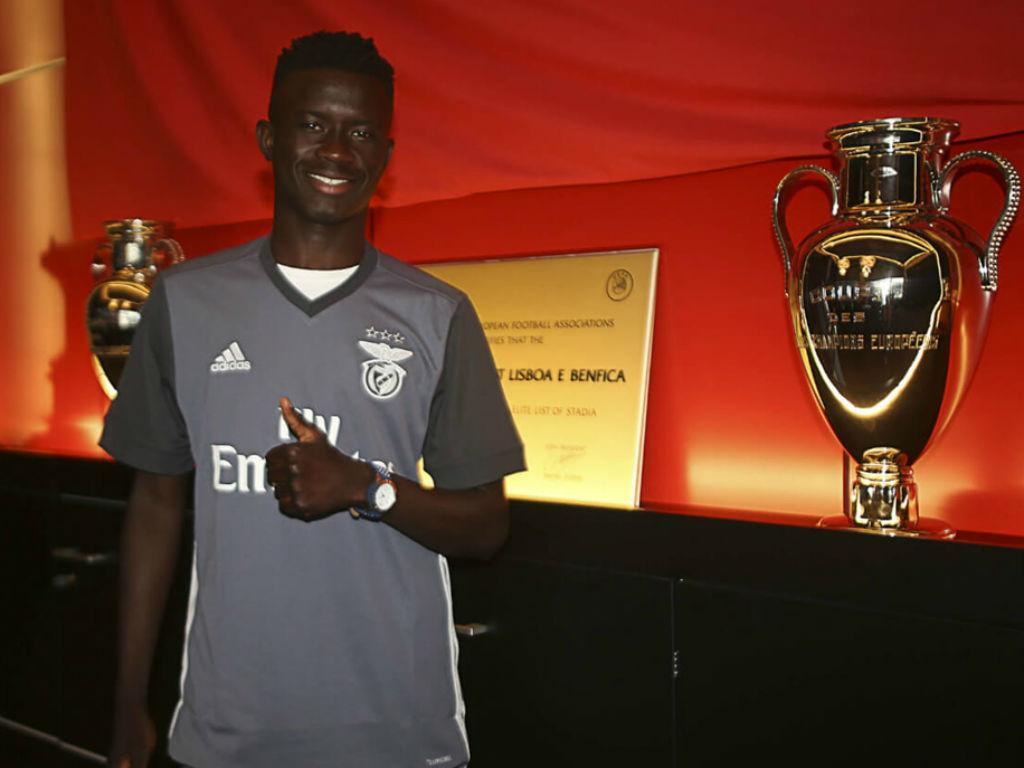 Ronaldo Camará assina contrato de formação com o Benfica