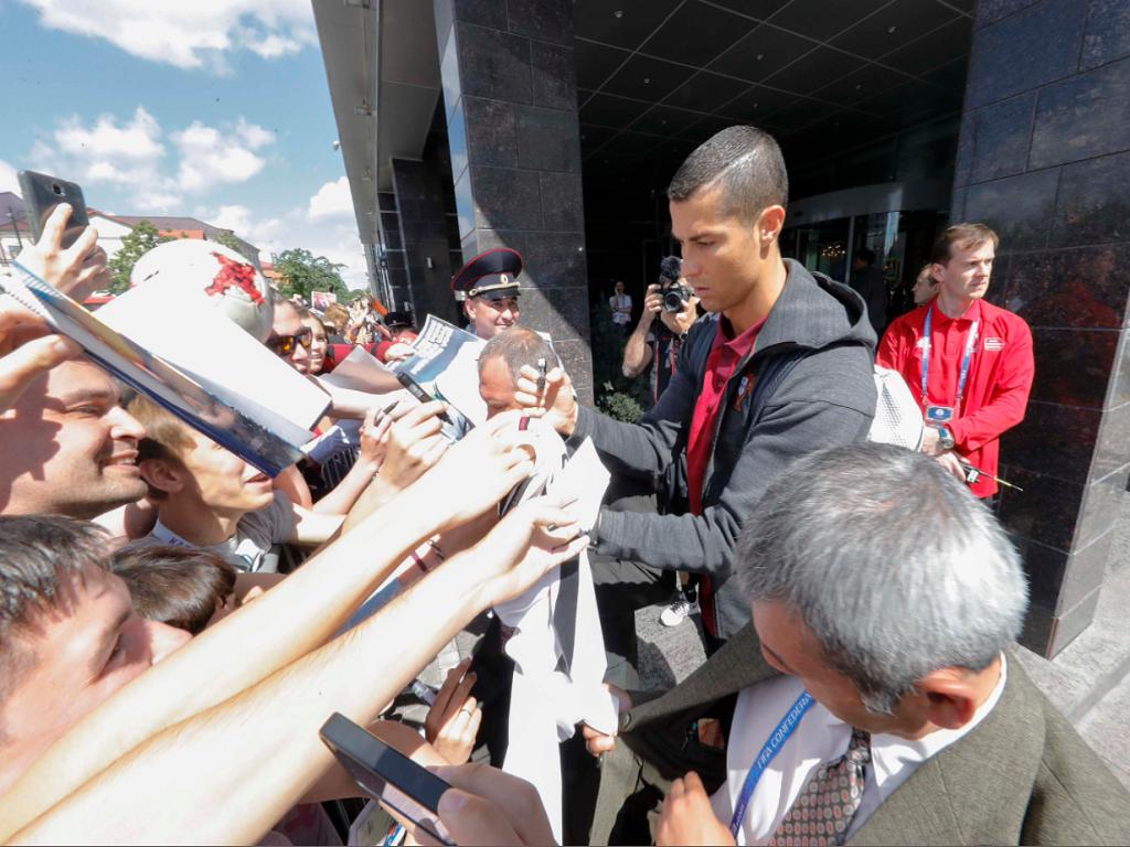 Seleção: sol e muitos adeptos na chegada a Moscovo
