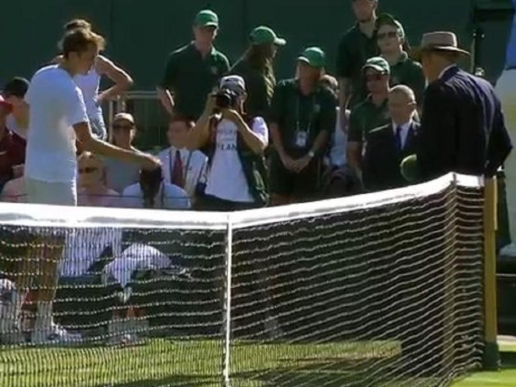 Medvedev multado por conduta incorreta com árbitra portuguesa — Wimbledon