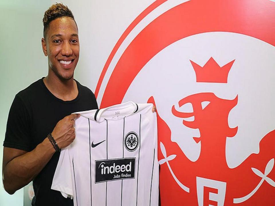 Alemanha: jogador do Frankfurt «escondeu» a taça na sua mala