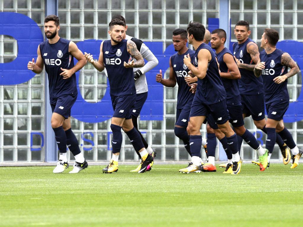 Brahimi treina condicionado a três dias do Moreirense — FC Porto
