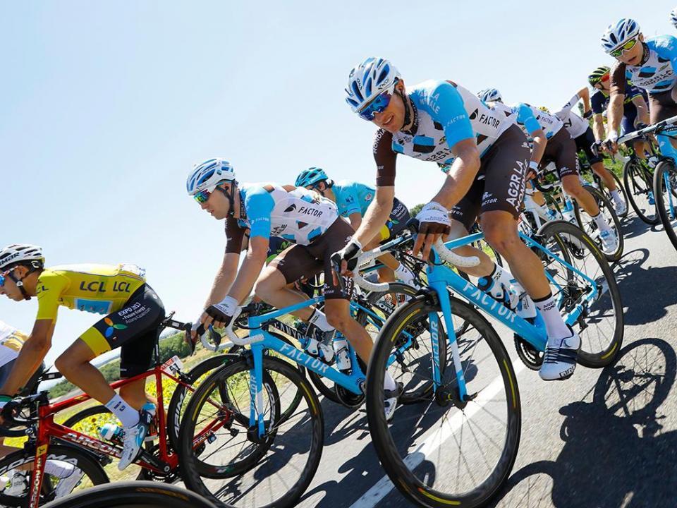Tour: Dan Martin (UAE) ganha na subida do 'Mur-de-Bretagne'