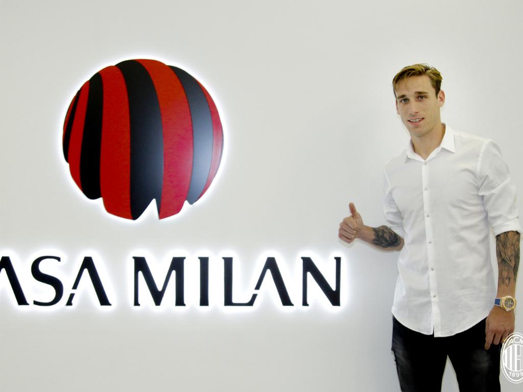 Lucas Biglia assina pelo Milan até 2020