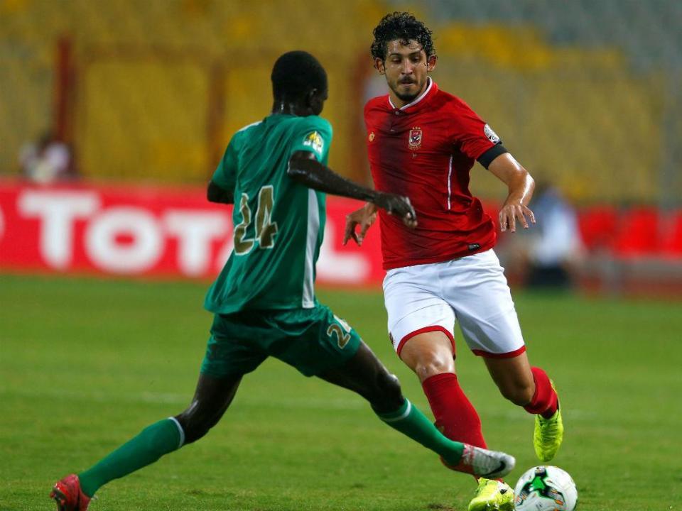 West Bromwich segura Ahmed Hegazi