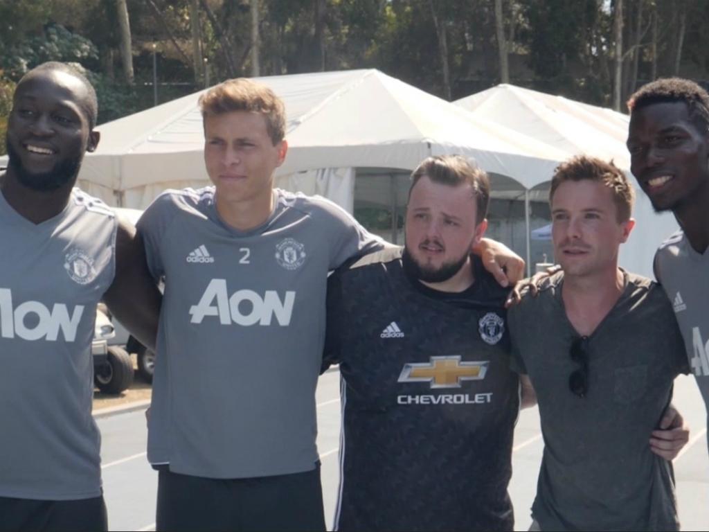 Man. United recebeu visita de estrelas do Game Of Thrones