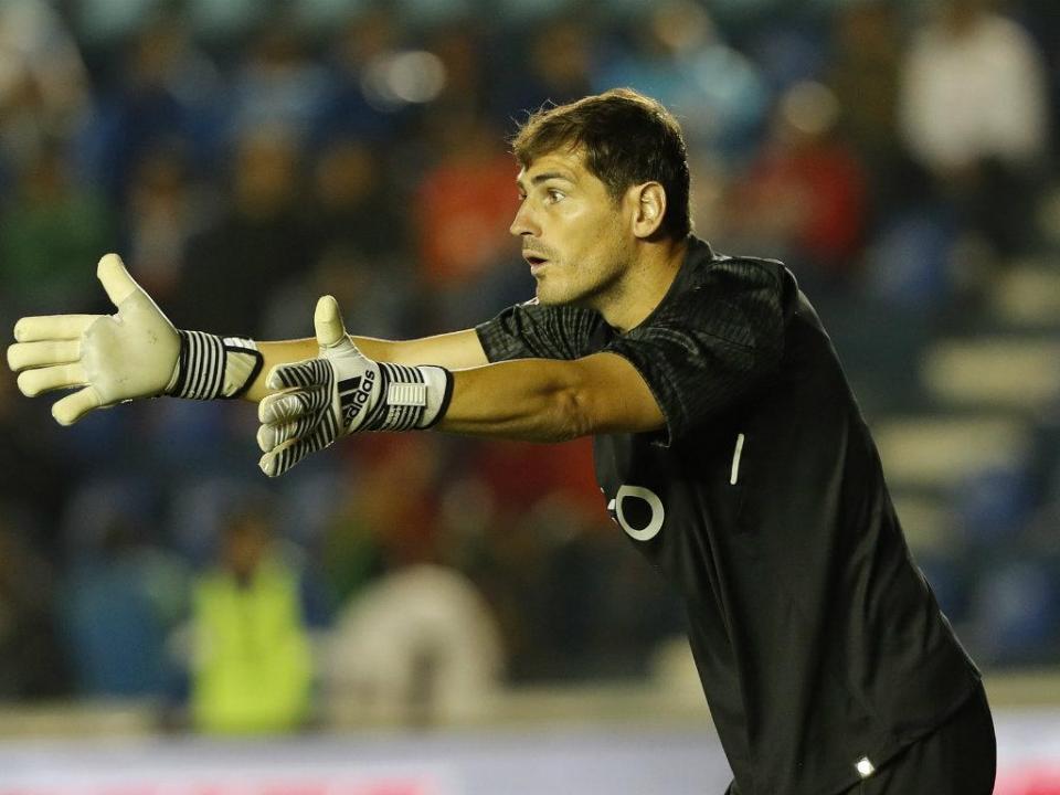 Casillas brinca e publica a lista de compras «à Sanchis»