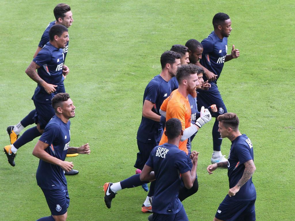 FC Porto: Alex Telles e Soares mais perto da recuperação