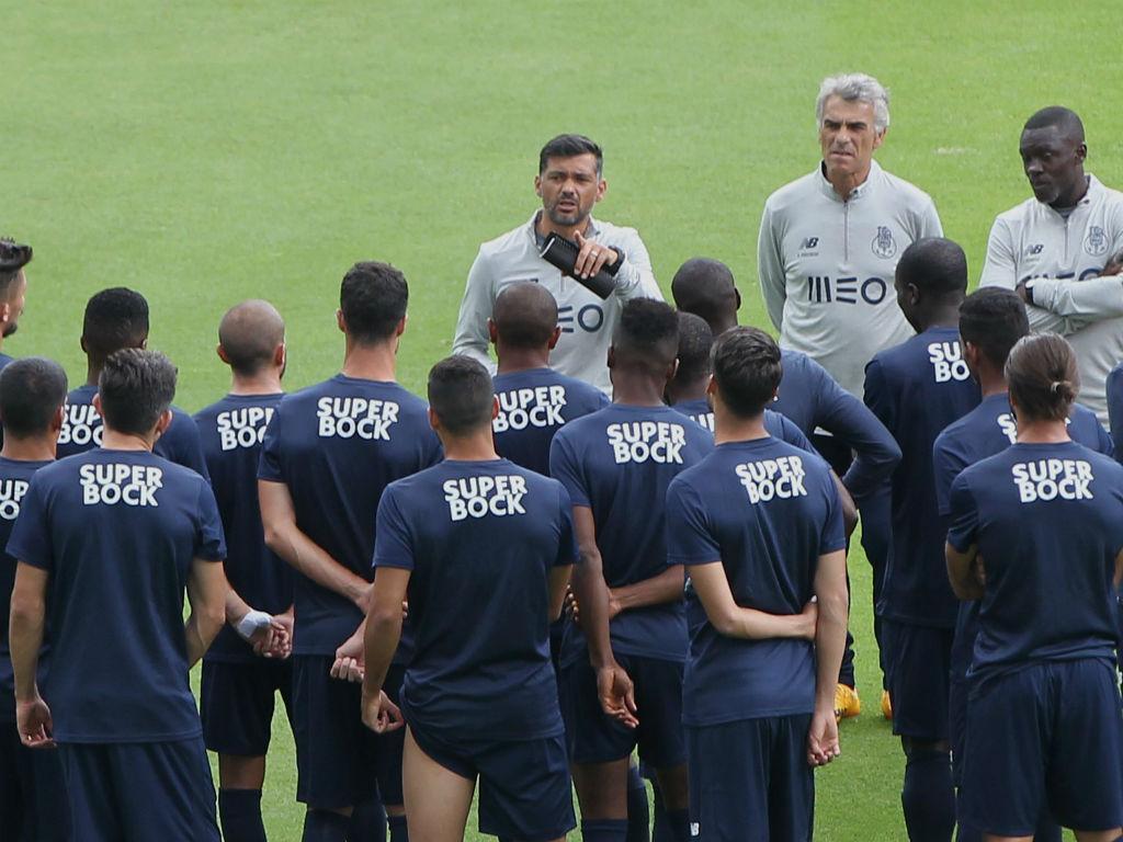 FC Porto: lateral-direito na B e todos à disposição