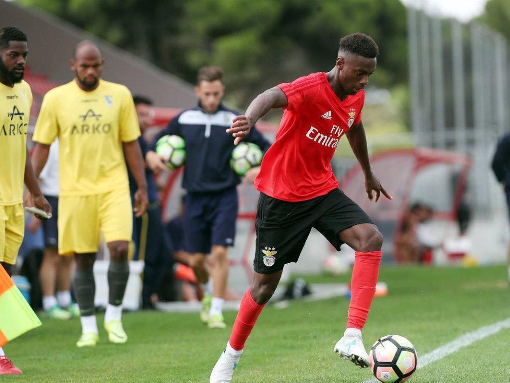 Benfica B goleia Sintrense por 10-2 — Pré-época
