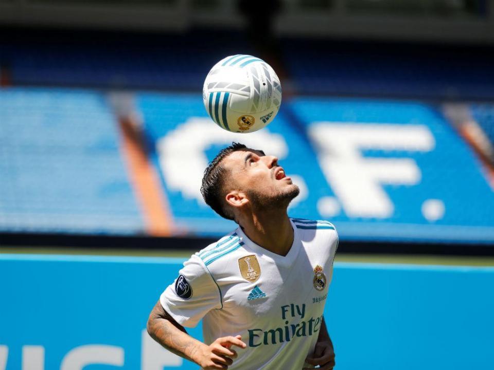 579762a6e8 FOTOS  promessa do Real Madrid decora as chuteiras com originalidade ...
