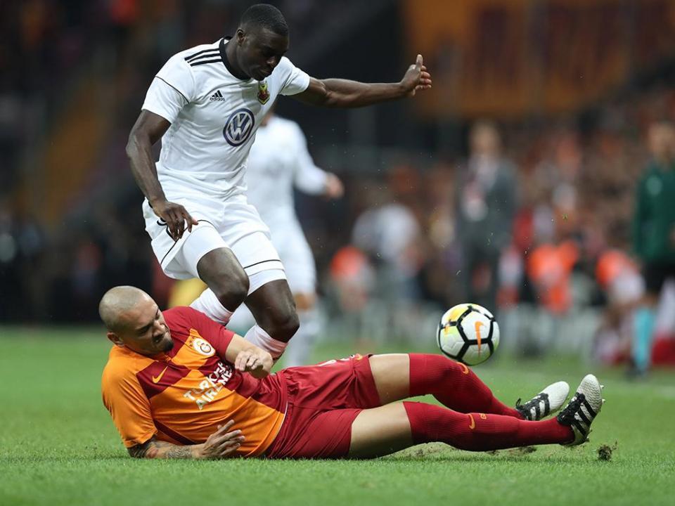 Miguel Lopes expulso, ex-FC Porto marca na derrota do Akhisar
