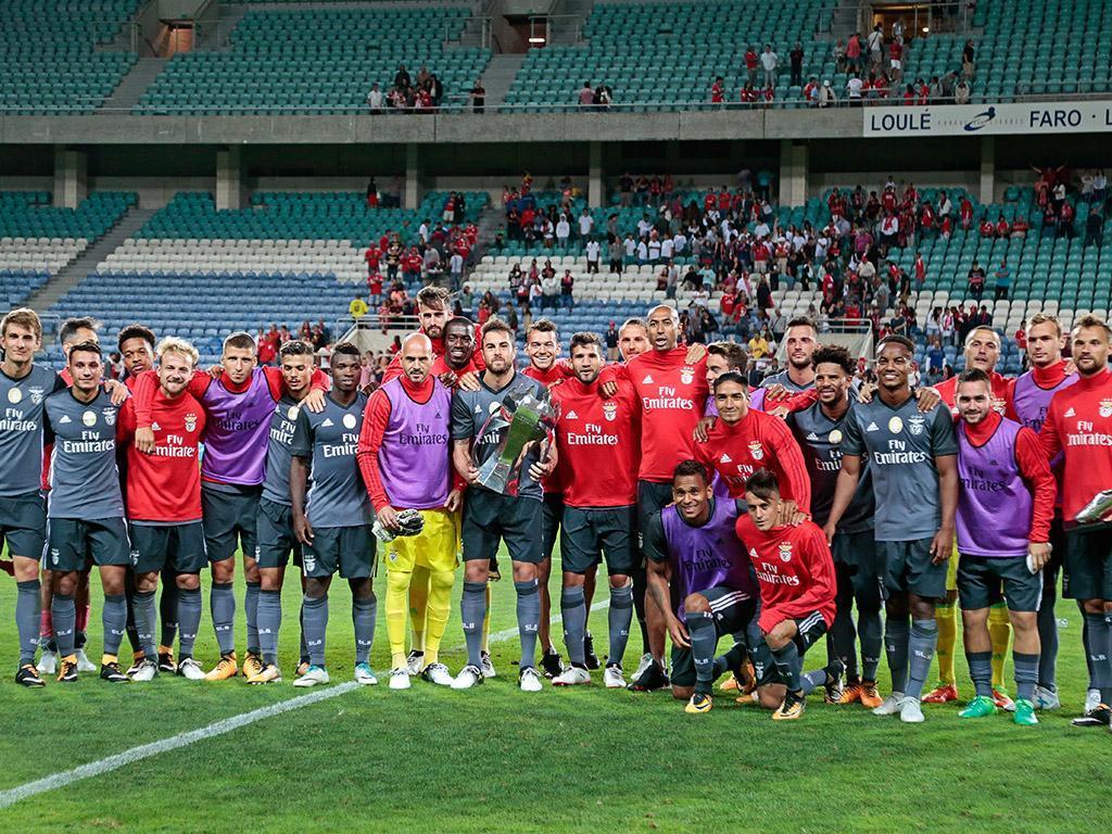 Grimaldo e Salvio treinam sem limitações no Benfica