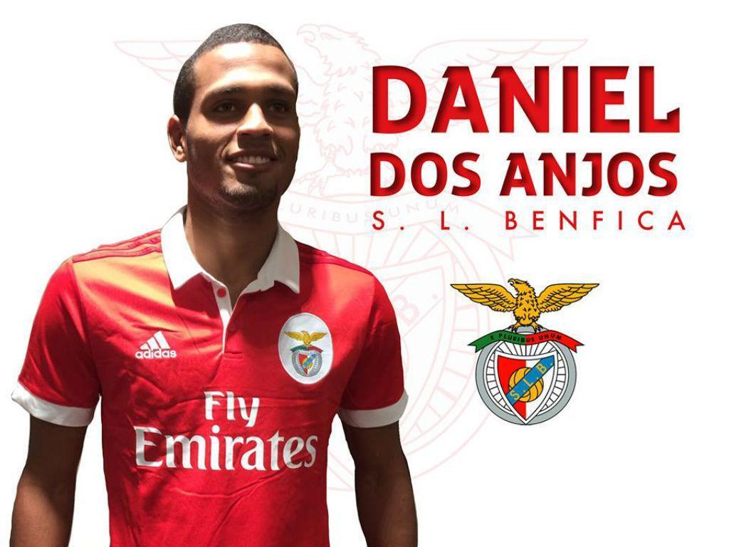Jovem atacante ex-Flamengo assina com o Benfica por cinco anos