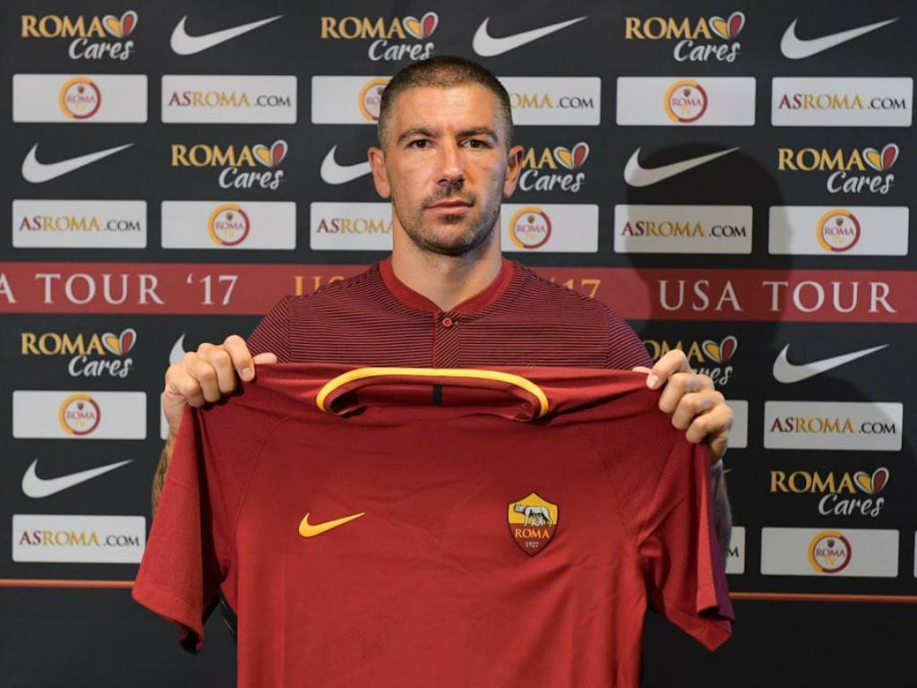 Reforço da Roma, lateral Kolarov minimiza passagem pela rival Lazio