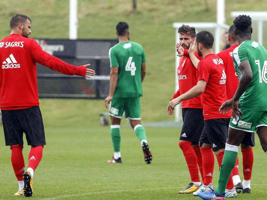 Benfica vence Swindon Town — Jogo de treino