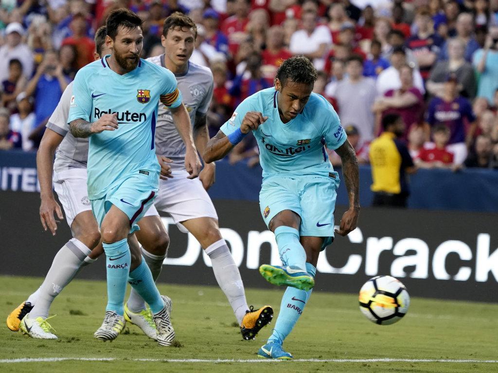 Neymar se desentende com colega e abandona treino do Barcelona — Vídeo