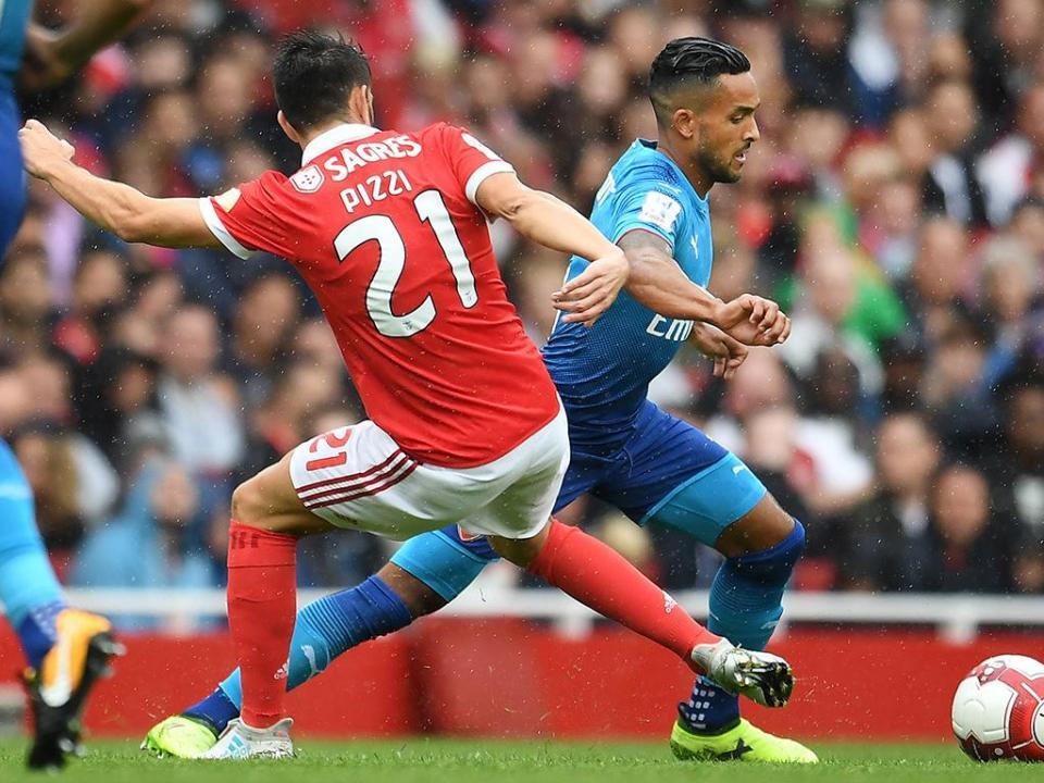 Everton está a negociar com o Arsenal por Theo Walcott