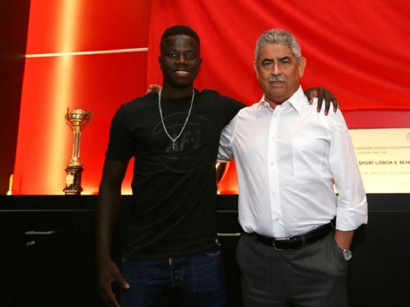 OFICIAL: Benfica renova contrato com José Gomes
