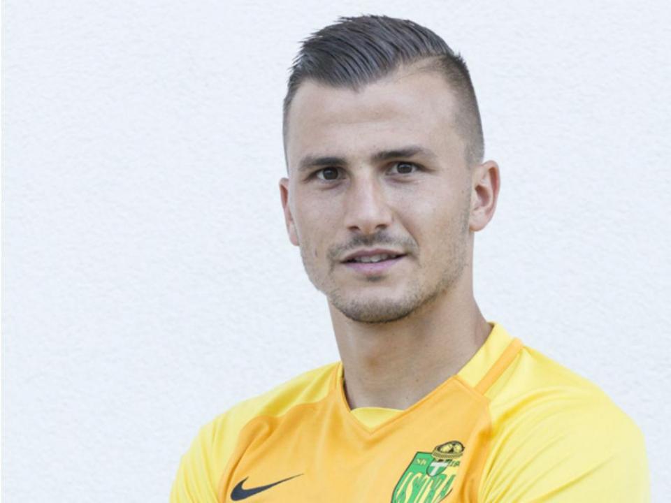 OFICIAL: Mato Milos transfere-se do Benfica para o Aves