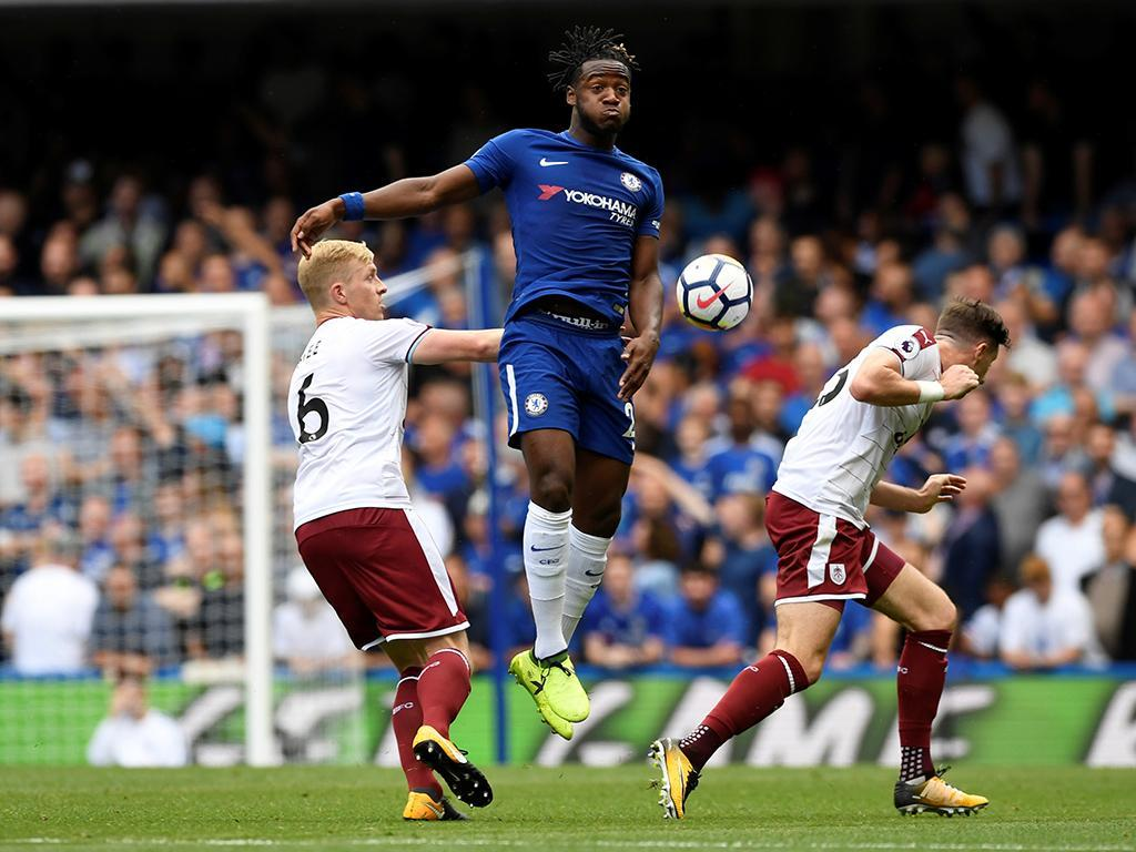 Burnley surpreende e derrota Chelsea no arranque do campeonato