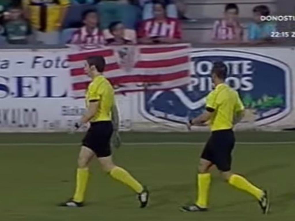 VÍDEO: Jogadores armam confusão e árbitro abandona dérbi basco
