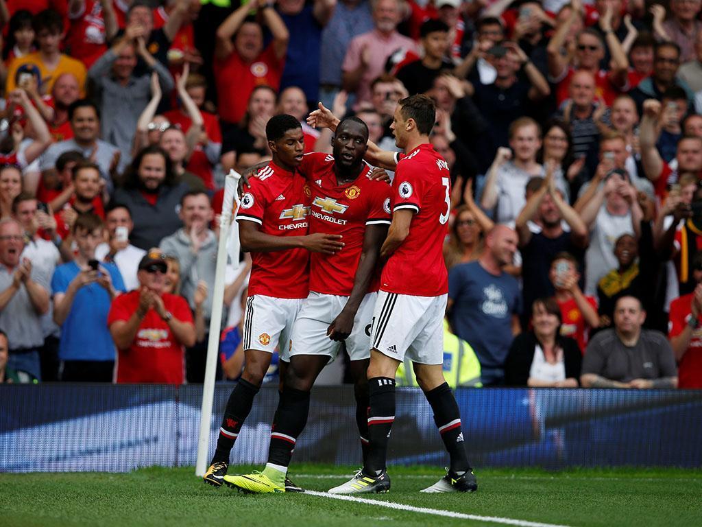 Manchester Utd goleia e acaba líder com bis de Lukaku e exibição de Matic