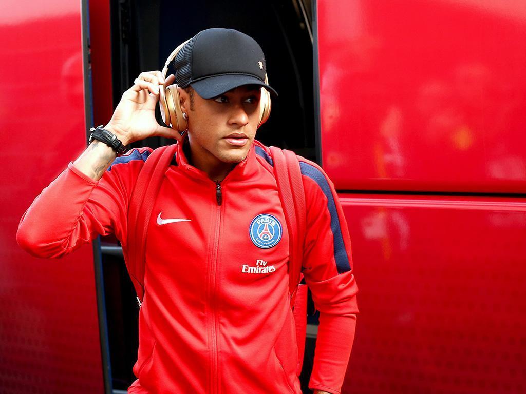Ronaldo: «Acho impossível neste momento Neymar jogar no Real Madrid»