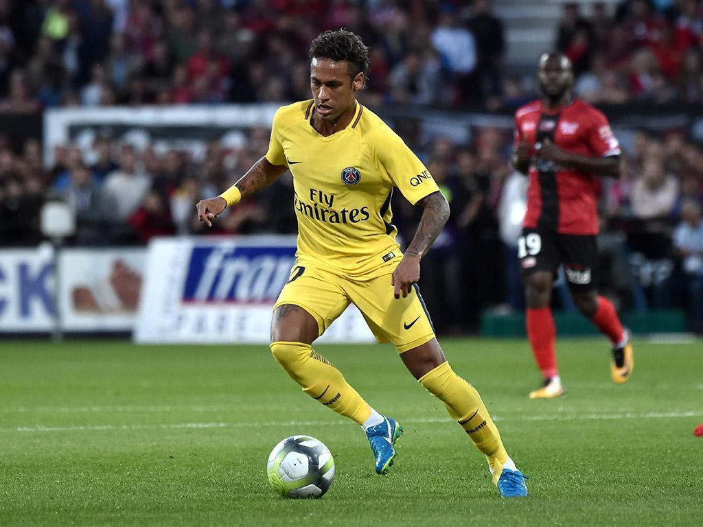 PSG: vendidas 120 mil camisolas de Neymar no último mês